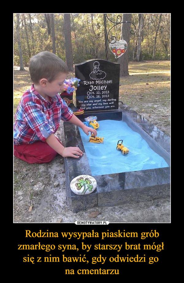 Rodzina wysypała piaskiem grób zmarłego syna, by starszy brat mógł się z nim bawić, gdy odwiedzi go na cmentarzu –